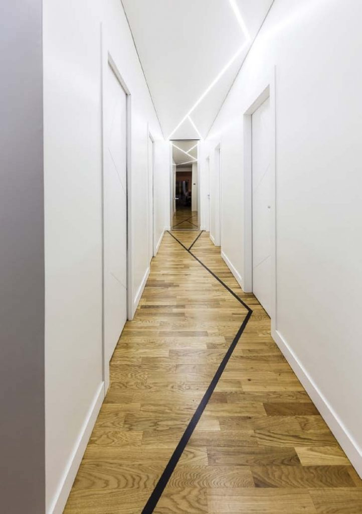 techo led en pasillo